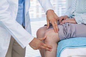 טיפול בכאבי ברכיים - דר' עמית רגב