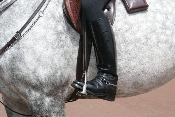 לרכוב על סוס לאחר ניתוח החלפת ירך