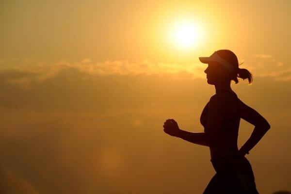 איך למנוע פגיעה בברכיים בעת ריצה?