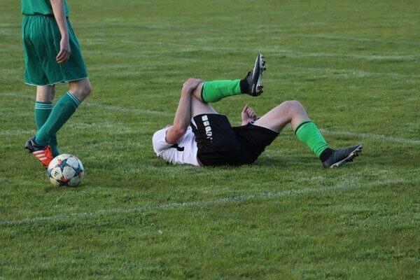 האם פציעת ספורט יכולה לגרום לדלקת מפרקים?